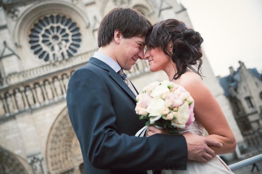 Mariés devant Notre Dame de Paris