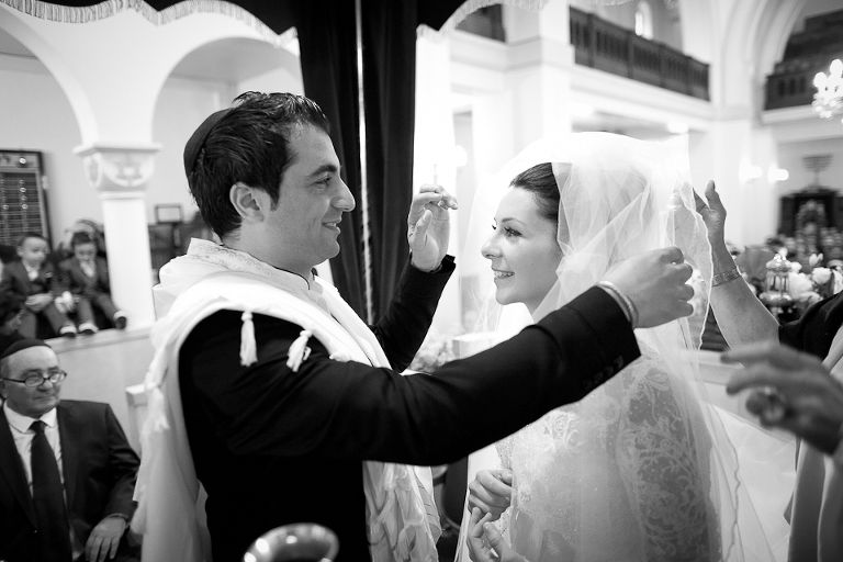 Le mariage juif et la découverte de la mariée