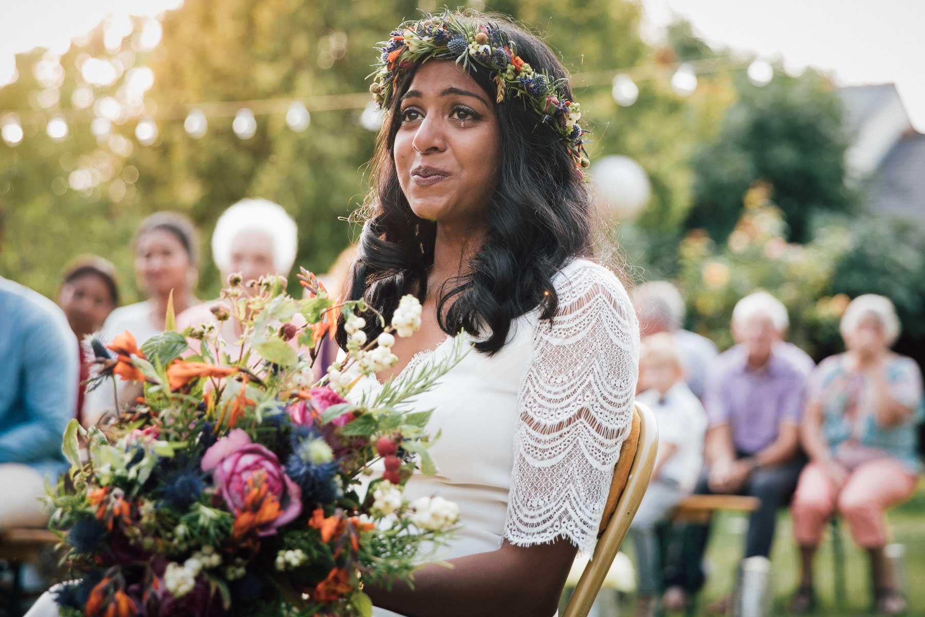 mariée émue lors de la cérémonie laïque